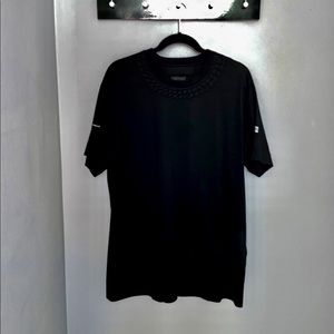 OVERSIZED T-SHIRT WITH EMBOSSED CHAIN COLLAR
